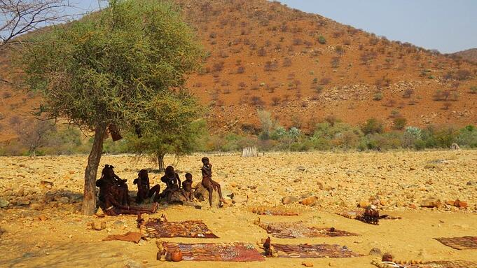 Meet the semi-nomadic Himba tribes in the north ©Annelien Robberts