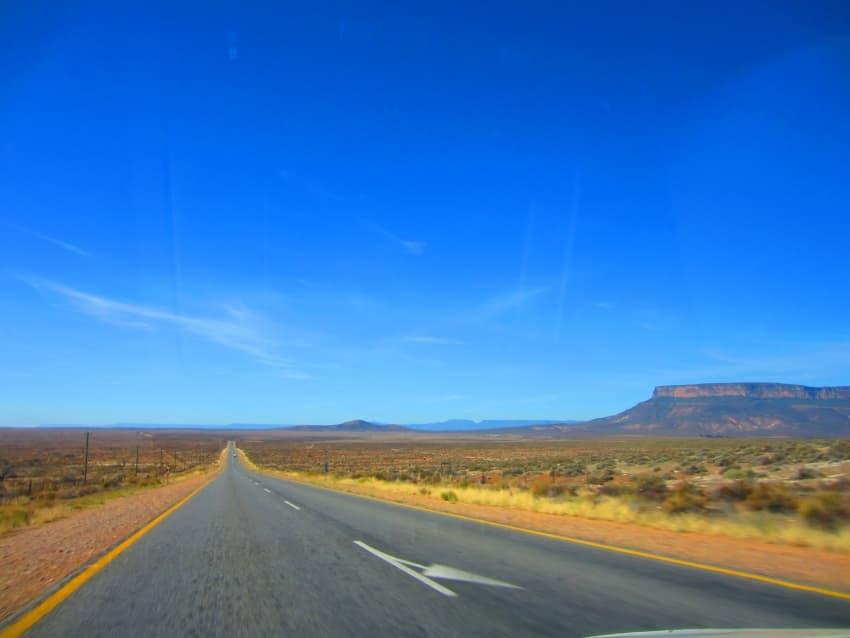 Straight roads - Image: Ubunt state of mind