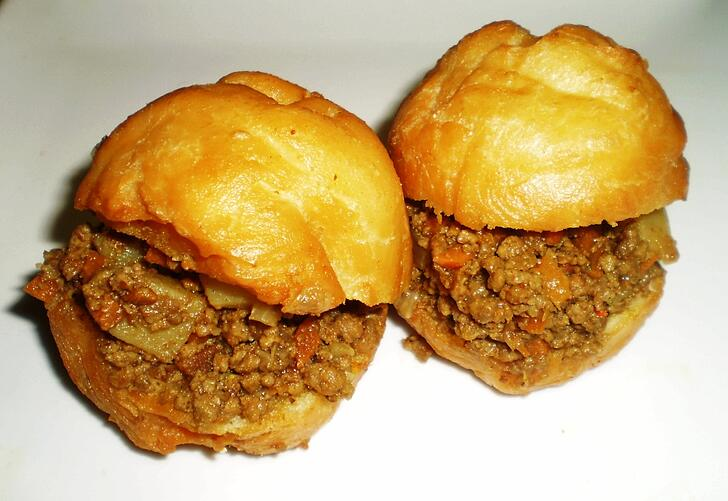 Vetkoek with curried mince