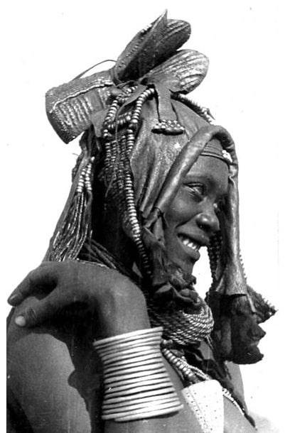 Ekori headdress (1930s). Photo: CHL Hahn (Collection Antje Otto)