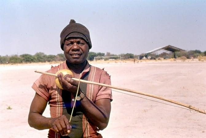 Okambulumbumbwa (musical bow) player at Ondangwa airport (1975). Photo: Antje Otto, Collection National Museum of Namibia