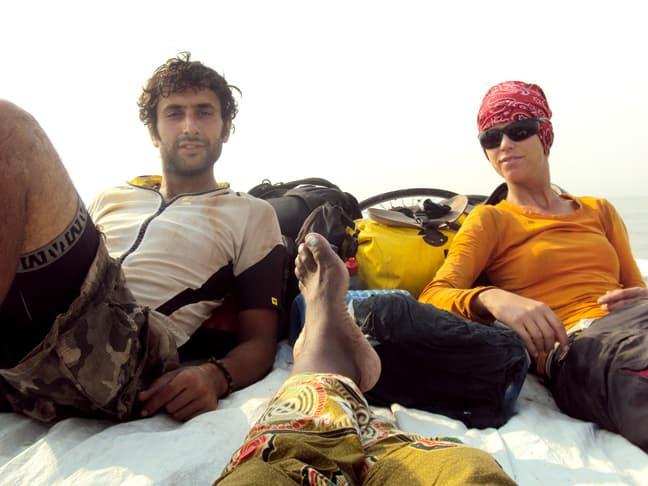 news_11-07-20_cyclists_kenia_boat-2
