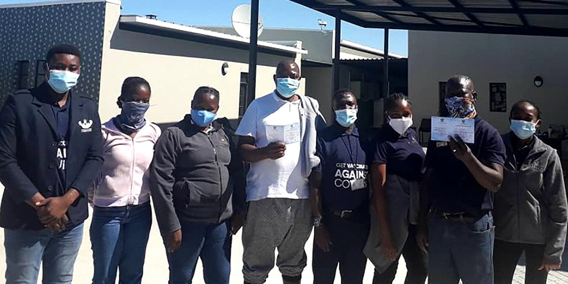 Etosha King Nehale Team geht impfen