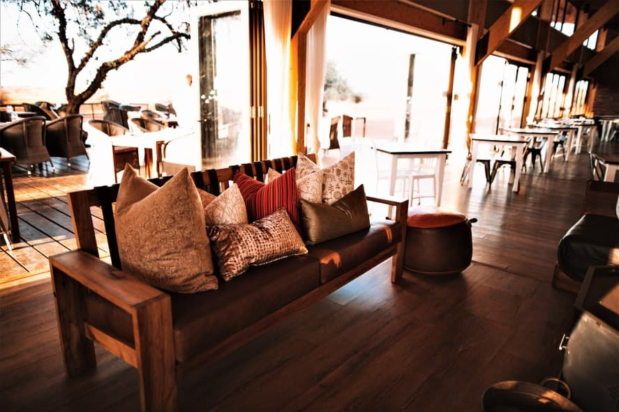 Kalahari Anib Lodge: enjoy a sundowner drive in Namibia