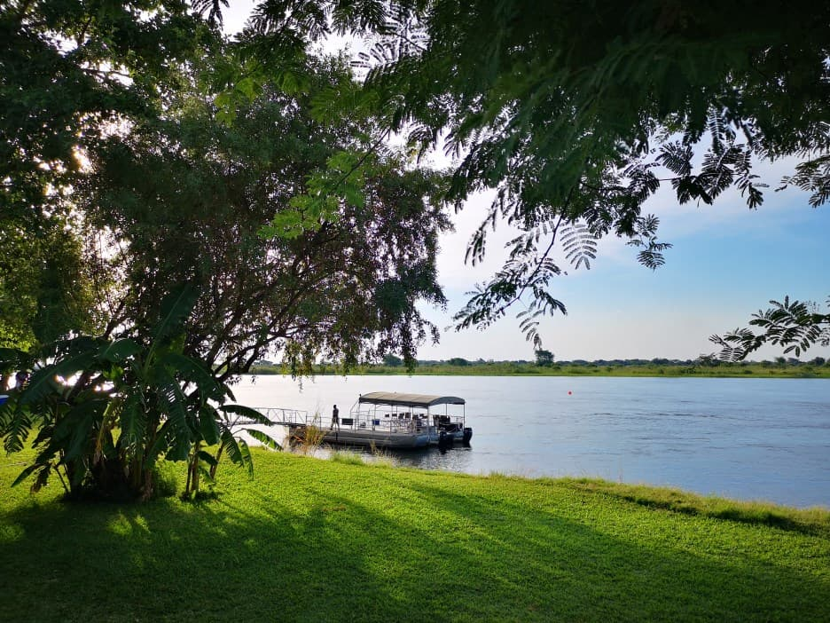 """The song of the Zambezi – Life in the """"no wake zone"""""""